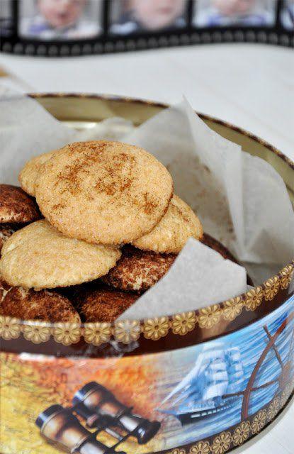 Hozzávalók 25-30 db kekszhez: 125 g puha vaj 110 g cukor 1 tojás 1 kk vaníliakivonat 250 g liszt picike őrölt szerecsendió 3/4 kk sütőpor 2 ...
