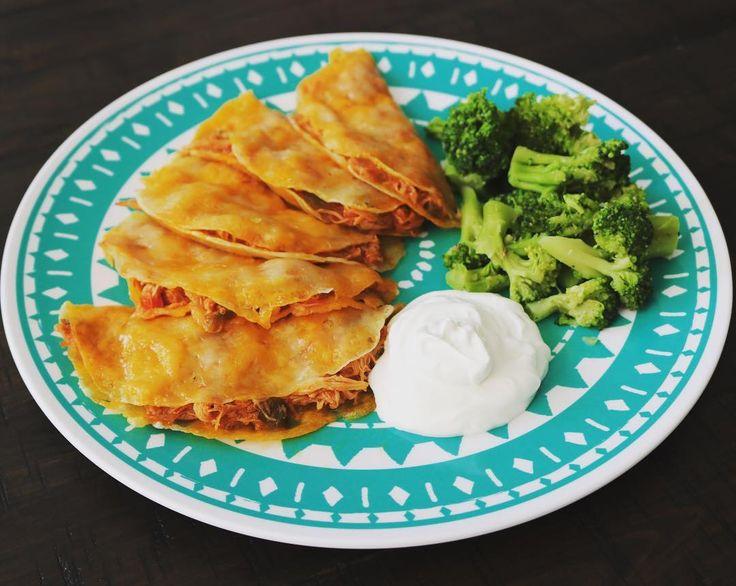 "81 kedvelés, 17 hozzászólás – Keto Diaries & Mom Life❤️ (@ketointexas) Instagram-hozzászólása: ""Micro cheese tacos stuffed with salsa chicken😍so good and easy peasy! Paired with some broccoli,…"""