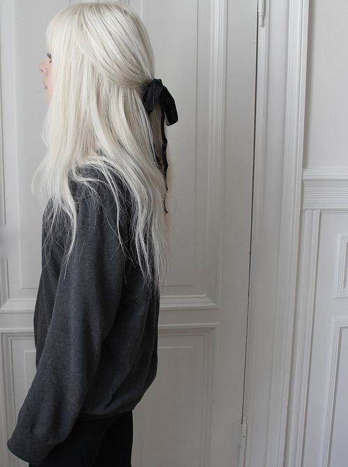 White, snowy hair color. Cute hairstyle, plus bow.                                                                                                                                                      More