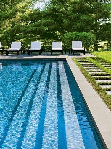 30 piscinas impressionantes!!!   piscina- com- borda- infinita  Borda infinita é deslumbrante...  piscina em raia  Formato de raia é tendênc...