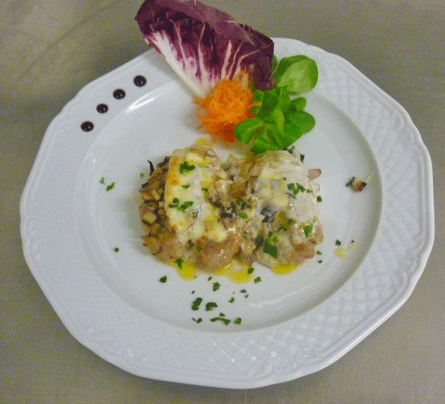 Medaglione di filetto su radicchio di Treviso gratinato all'Asiago  http://www.asiagocheese.it/it/asiago-network/amici-asiago-dop//scheda-utente-network/ricetta-network/medaglione-di-filetto-su-radicchio-di-treviso-grat?id=137/ #Asiago #AsiagoCheese