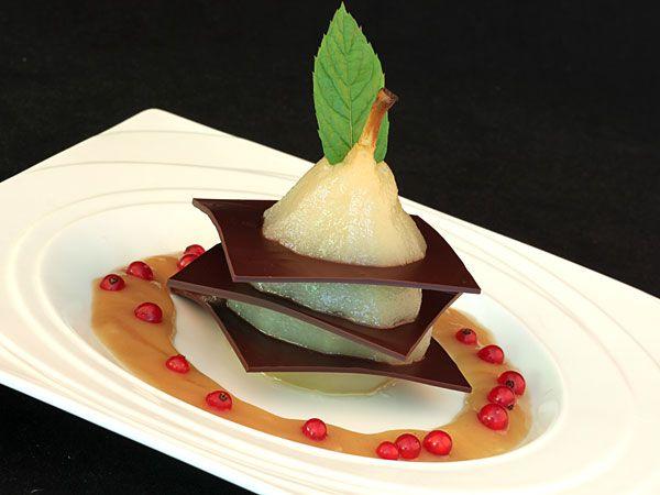 Millefeuille chocolaté à la poire pochée