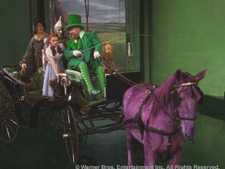 How did the horses change color in the Emerald City?    They were colored with Jell-O crystals. The relevant scenes had to be shot quickly, before the horses started to lick it off.