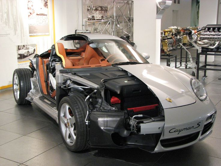 Porsche Cutaway Display (1280×960)