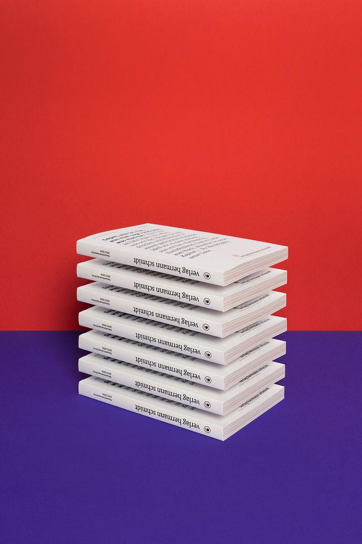 Foto für den Verlag Hermann Schmidt Mainz für einen Gesamtkatalog // Paper Artist Carolin Wanitzek und Designer Peter von Freyhold bauten minimalistische Sets.
