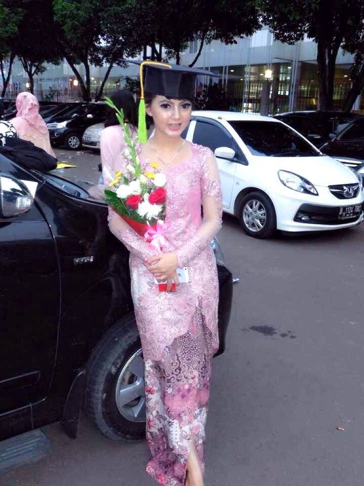 Putri Indriani used BELSBEE's Gorgeous In Pink for her Graduation! Thank you for Trusting Us #lovelycustomer #belsbeefriends #kebaya  Gorgeous In Pink details: http://bit.ly/gorgeous-in-pink  visit and subscibe at http://www.belsbee.com/