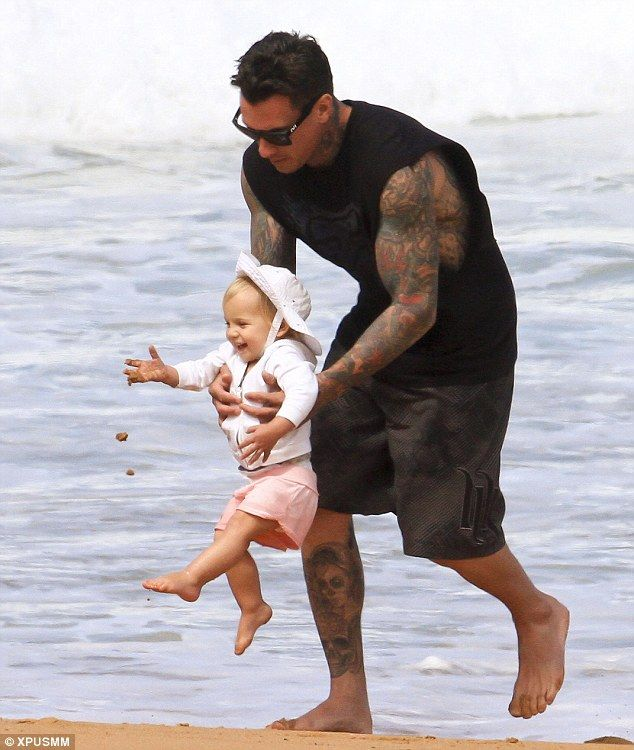 carey hart- probably thee sexiest dad ever!