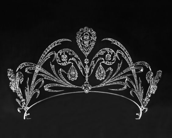 A gorgeous diamond belle epoque tiara by Chaumet, which does have 'echoes' of the Fleur de Lys tiara made by Chaumet for Archduchess Stephanie of Austria, nee Belgium.