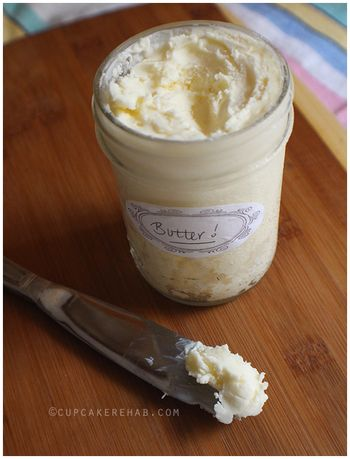 最近テレビや雑誌でもよく取り上げられている手作りバター。簡単、楽しい、美味しいと、試しに作ってみてその魅力にハマる人が今増えているんです。