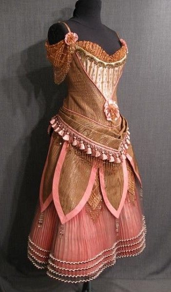 abbynormalchristian:    missingsisterstill:    1880's Bronze Moire Saloon Girl Dress    So pretty…