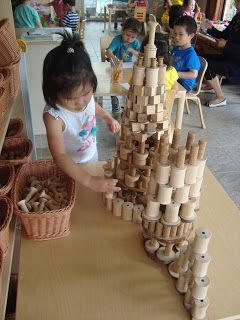 Beautiful use of loose parts featured in this post by Extraordinary Classroom! #reggioinspired #looseparts