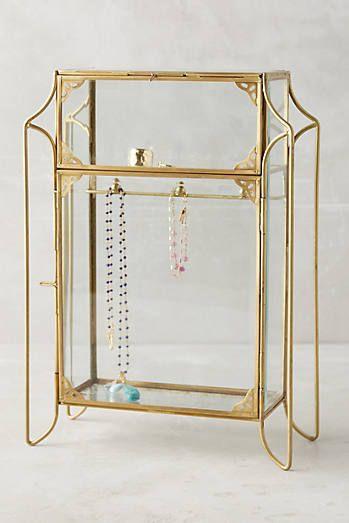 Porte-bijoux en forme de petite armoire