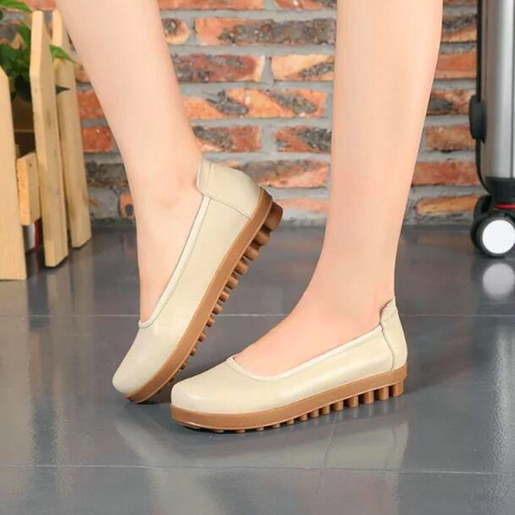 ==> [Free Shipping] Buy Best Fashion Soft Cow Muscle Sole Ladies Slip On Genuine Leather Flats Comfortable Mother Pregnant Woman Outdoor Walking Loafers Online with LOWEST Price | 32768094335