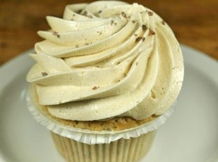 Veruca Salt Cupcakehttp://www.thebleedingheartbakery.com/media/catalog/product/cache/1/image/9df78eab33525d08d6e5fb8d27136e95/v/e/veruca_salt_2.jpg                                                                                        One dozen cupcakes. Vanilla bean cupcake spiked with Black Lava Salt, Himalayan Red Salt, Fleur De Sel and French Gray Salt, layed with salted caramel and caramel mousse, iced in caramel buttercream. Decorated with an explosion of caramel bits and a salt…