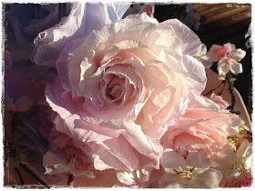 Rozen van Papier: Lenteboeket met papieren rozen