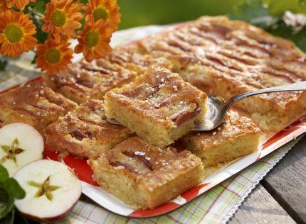 Härlig kaka som räcker till många. Mumsiga mazarinrutor ca 20 st 225 g mjukt smör 1 dl strösocker 5 ägg 400 g mandelmassa 1½ dl vetemjöl 1 tsk bakpulver 100 g fint...