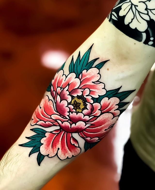 Japanese Flower Tattoo By Nick Alvarez Japaneseink Japanesetattoo Irezumi Tebori Japanese Flower Tattoo Traditional Tattoo Flowers Red Flower Tattoos