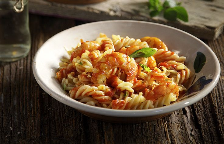 Pasta with shrimp and red basil sauce!