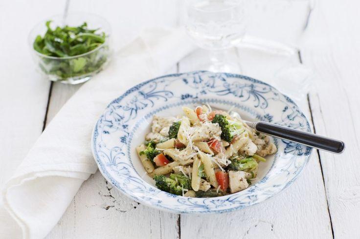 Pennette Rigate med broccoli, kyckling och pesto