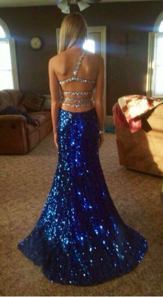 This is a beautiful dress or #prom  #blue #sparkles (because who doesn't like sparkles?!) ❤️