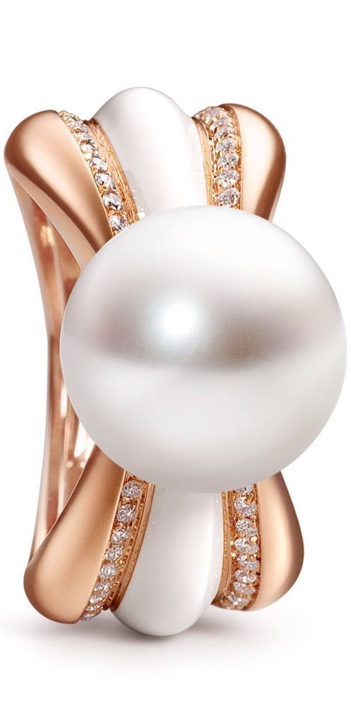 The Couture Collection, Chrysanthème, a flower and its corona. South Sea pearls