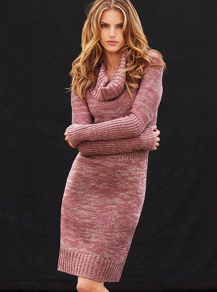 Correctly chosen yarn can make a simple knitted dress look so warm and snug!