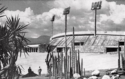 El Estadio Olímpico, Coyoacán, México DF 1952  Arqs. Augusto Pérez Palacios, Raúl Salinas y Jorge Bravo -  University Olympic Stadium, Ciudad Universitaria (UNAM), Mexico, DF 1952
