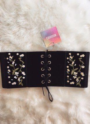 À vendre sur #vintedfrance ! http://www.vinted.fr/accessoires/ceintures/38543639-ravissante-ceinture-daim-a-fleurs-brodees