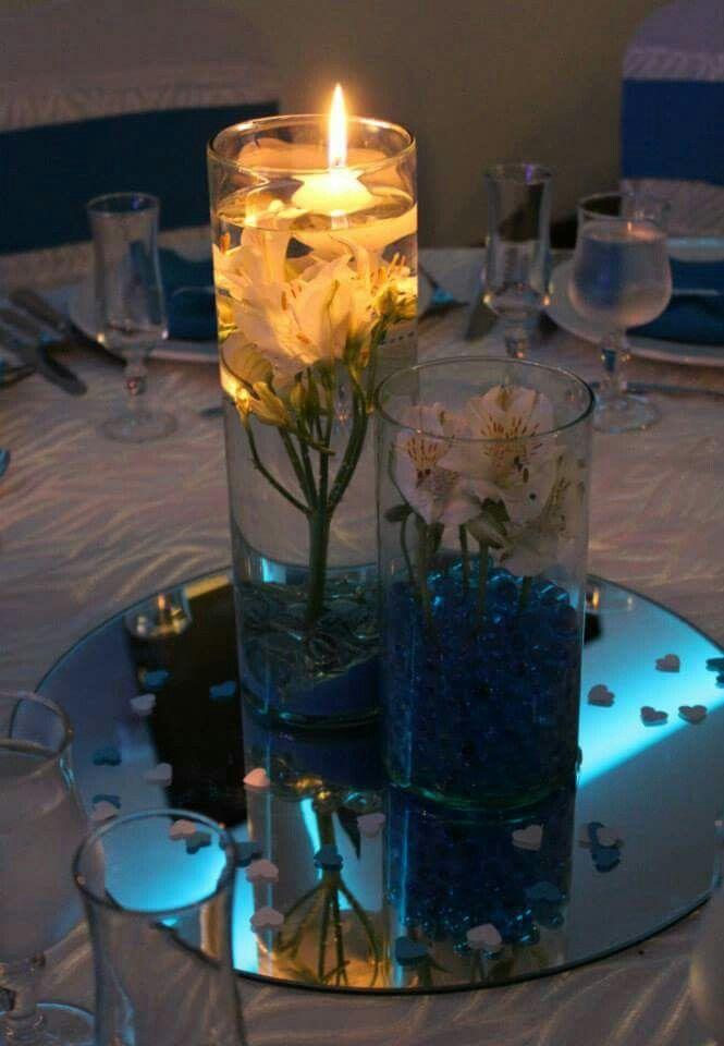 Centros de mesa de cristal, flores y luces. Diseño de Fecha Memorable