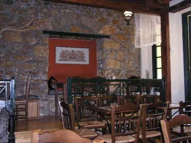 Το Καφενείο - ότι πρέπει μετά από μια βόλτα στην όμορφη Πλάκα ! ! !