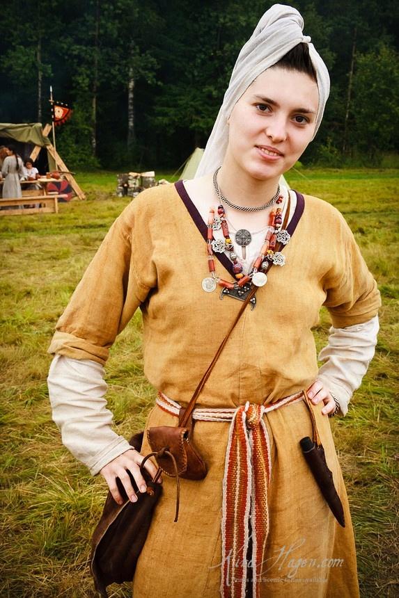 Slavic dress - neighbors to viking culture, Gorodets festival 2006. Photo by Kira Hagen, http://kirahagen.com