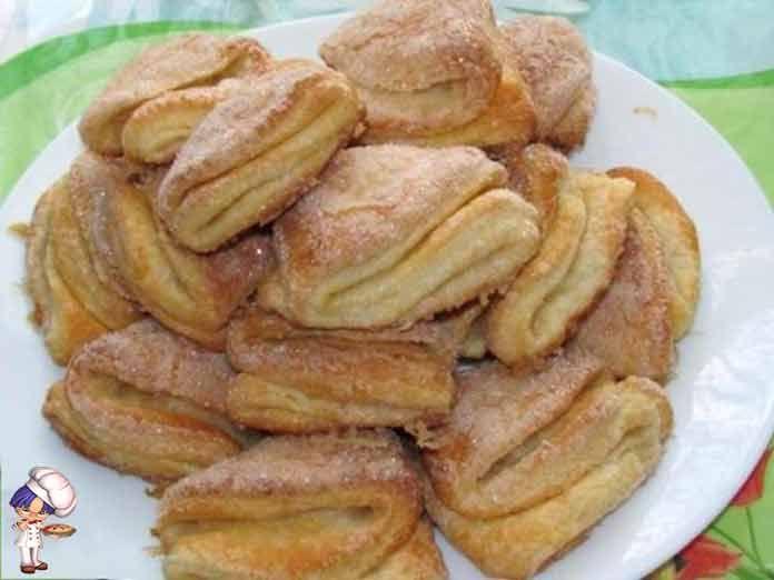 Творожное печенье гусиные лапки всоставе печенья есть творог и значит оно полезное.Вкусные, воздушные, слоеные - это все характеризует печенье Гусиные лапки.
