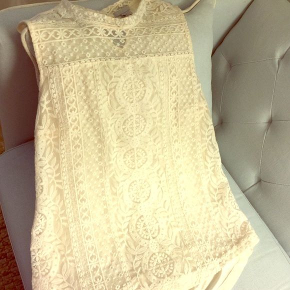 H&M lace top Cream lace top, sleeveless. H&M Tops