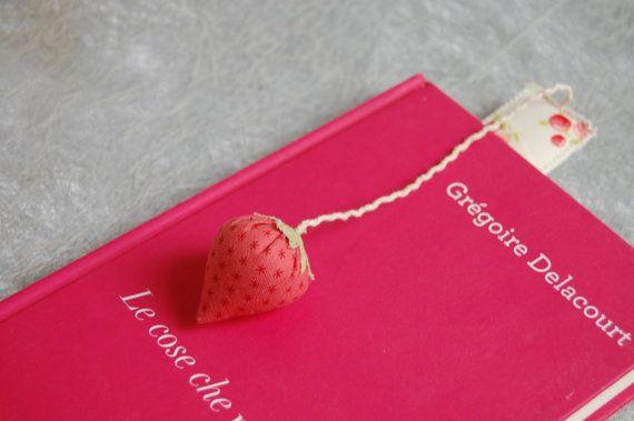 Segnalibro con #cuore o #fragola - #bookmark with #heart or #strawberry