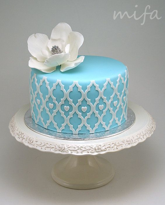 Blue Cake with Magnolia - by mifa @ CakesDecor.com - cake decorating website