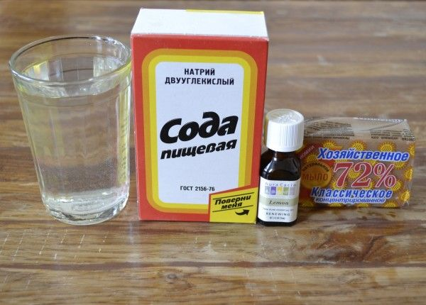 Экологическое чистящее средство с содой Потребуются следующие ингредиенты: хозяйственное мыло, пищевая сода, эфирное масло лимона или апельсина для ароматизации, стакан горячей воды.