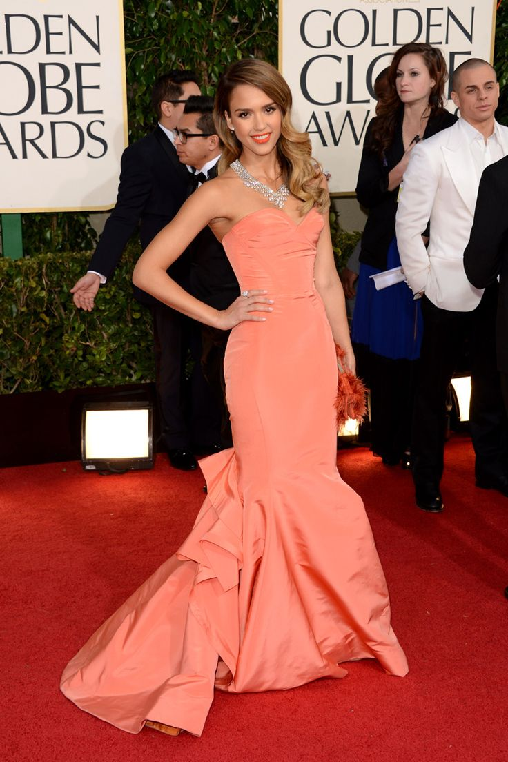 celebrities en la alfombra roja de la 70 edicion de los globos de oro 2013: Jessica Alba de Oscar de la Renta