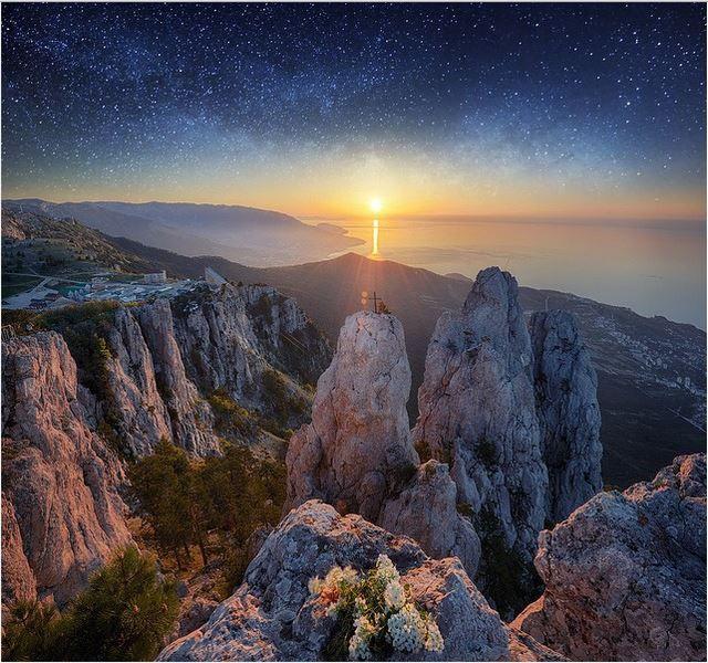 Рассвет над горой Ай-Петри в Крыму. Фантастическое зрелище!
