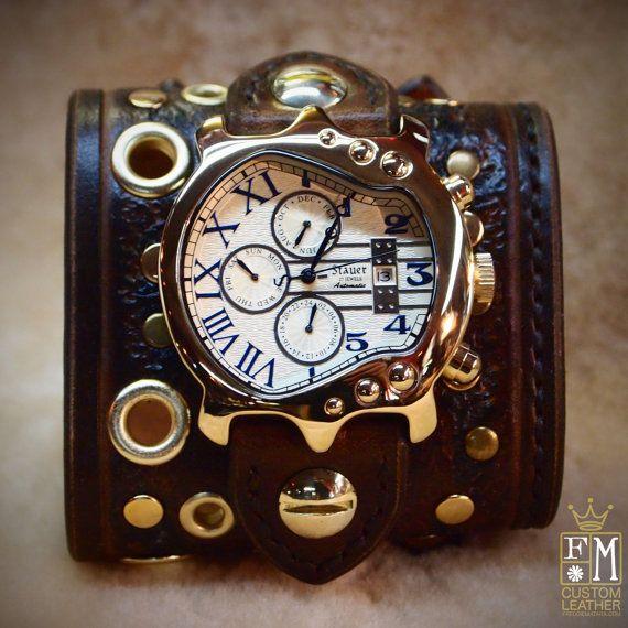 Leder-Manschette-Uhr Brown Distressed Steampunk-Uhr Manschette Post-apokalyptischen Stil breit besetzt in New York von Freddie Matara für SIE gemacht!