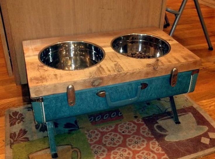 Porta ciotole per cani e gatti creati con il riciclo delle valigie vintage #DIY #suitcase #vintage #pets