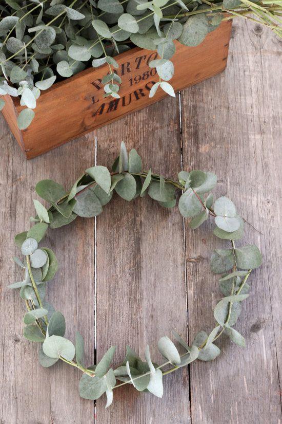 Für mich gibt es in der Adventszeit nichts schöneres als mit Eukalyptus zu dekorieren.
