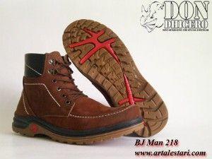 Sepatu Boots  Kontak Kami: Holine / SMS : 081315979176 BBM : 224A1F27