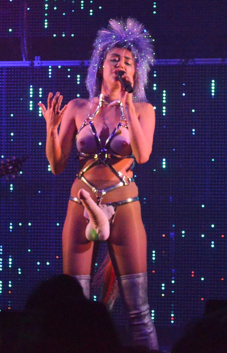 Miley-Chicago-Strap-On-Show-12 - Drunkenstepfather -8336