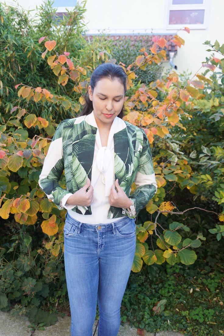 Love Bianca's leaf print Coco Jacket!