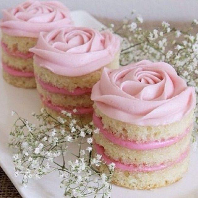 Está na dúvida? Que tal conferir essa seleção de 30 bolos de casamento para inspirar sua escolha? Confira o que é tendência, as opções descoladas e as tradi