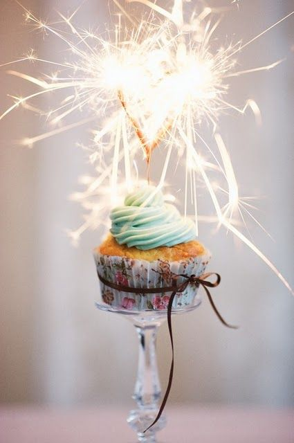 #bakingHappy Birthday, Parties, Candles, Birthday Cupcakes, New Years Eve, Birthday Cake, Cupcakes Stands, Cupcakes Rosa-Choqu, Sparklers