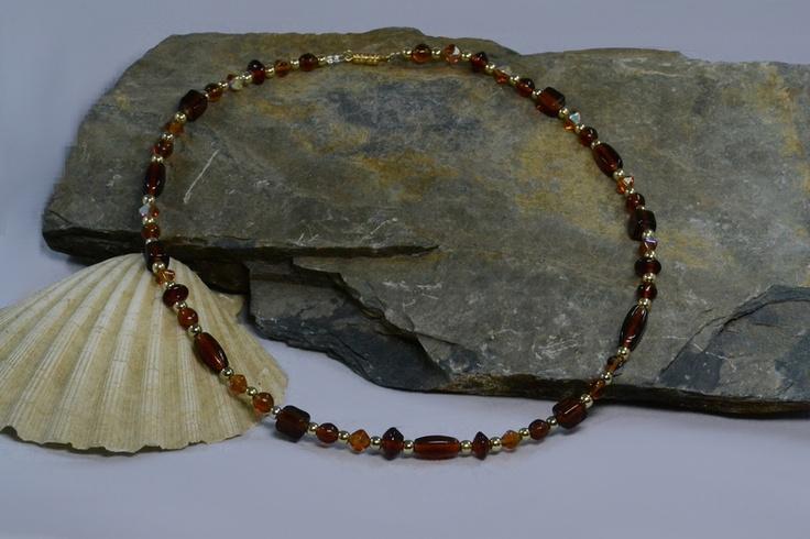 Bei dieser wunderschönen Halskette handelt es sich um selbstgemachten Perlenschmuck, bei dem edle Rauchquarz-Glasperlen verarbeitet wurden.    Diese romantische Halskette ist ein zauberhaftes Geschenk zum Valentinstag, Weihnachten, Geburtstag - für Freunde oder einfach für einen selbst.