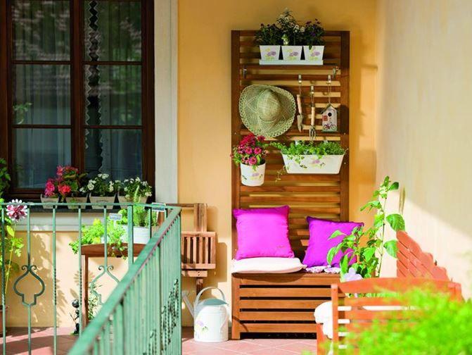 Decorati balconul cu accesorii inspirate de primavara. #decoratiuni #primavara #kikaromania #balcon