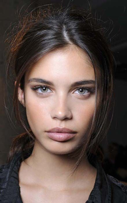 stunning beauty in NO makeup! perfect face, gorgeous big eyes, amazing lips - perhaps the world's top beauty?!