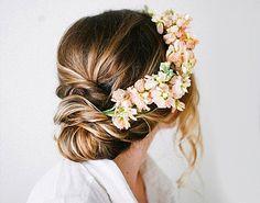 Este otoño... ¡No te casarás sin tu semi-corona! Elige flor, color y estilo en nuestro lookbook de inspiración nupcial.